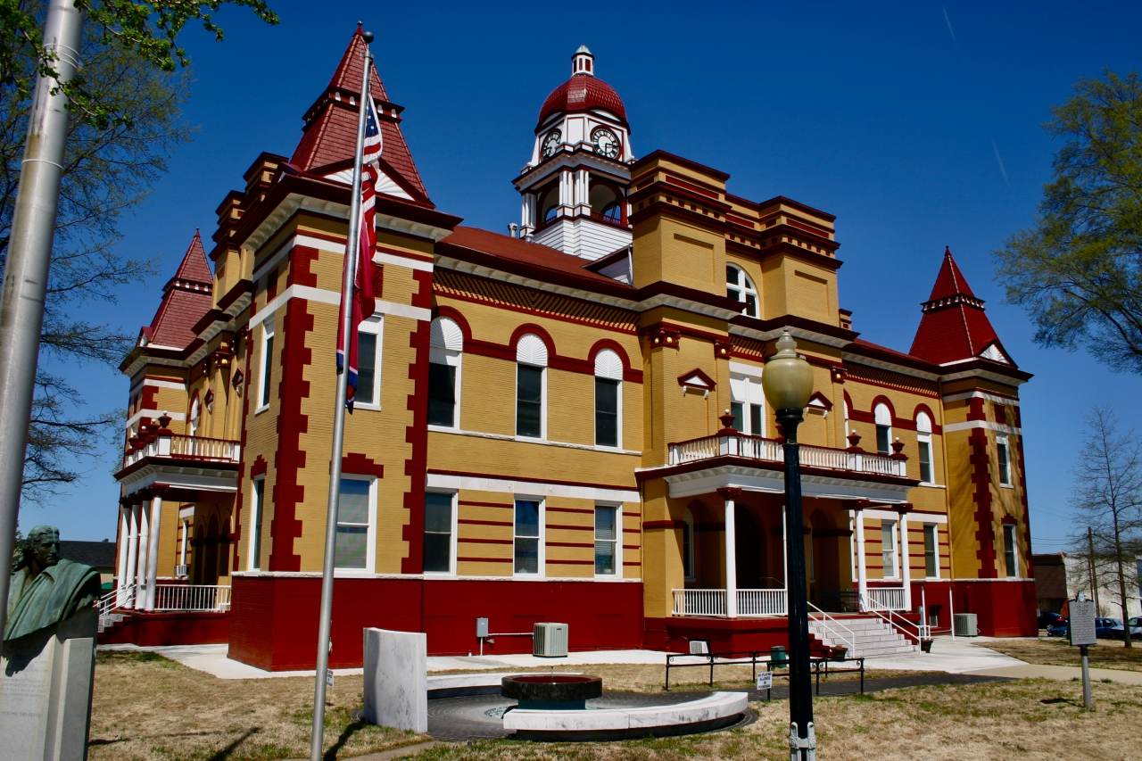 Trenton County Courthouse, Tennessee